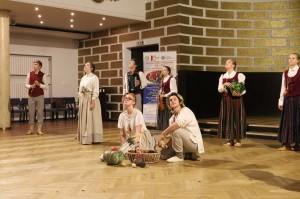 叶尔加瓦斯比杜拉中学表演器乐