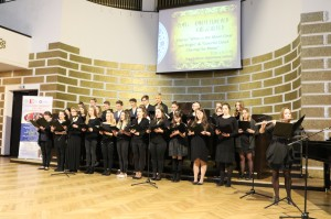 里加文化中学表演合唱