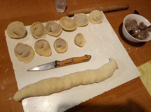 分工合作包饺子